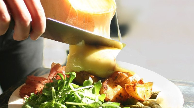 Soirée «Raquette, raclette, riclette» au Cerneux-Péquignot, samedi 9 février, 19h-4h.