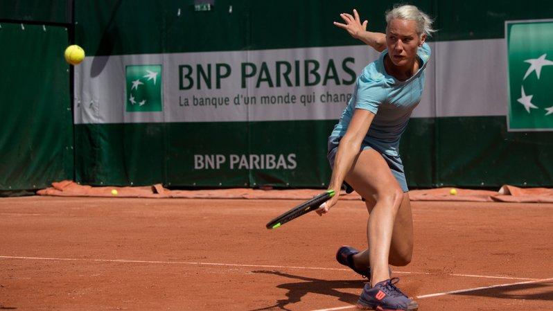 Conny Perrin a été éliminée lors de son deuxième derby suisse de la semaine.