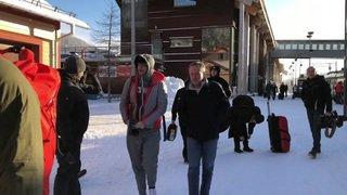 Après une nuit blanche, les skieurs arrivent à Åre