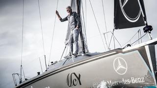 Dan Lenard traverse l'Atlantique à la voile, équipé de sa seule montre