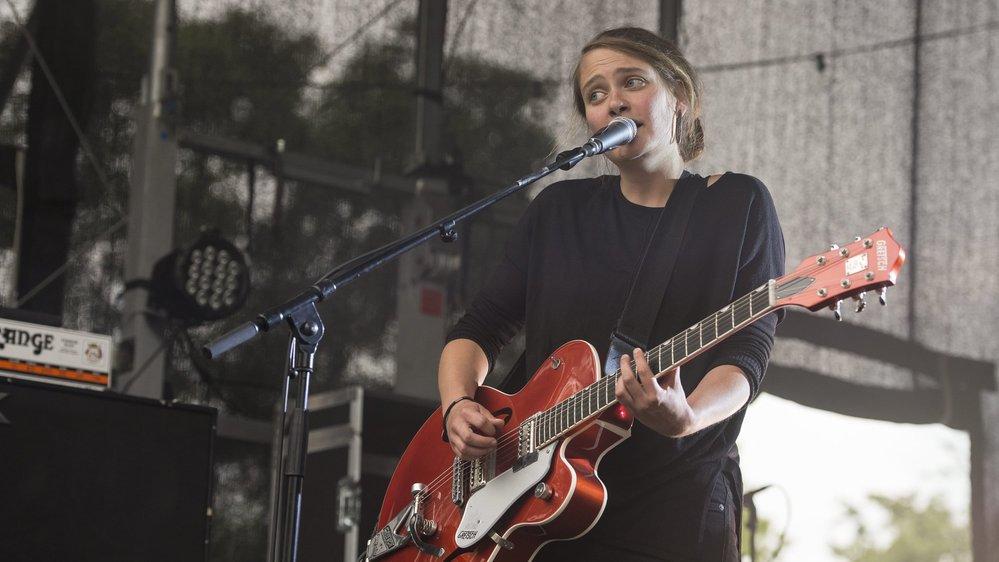 Emilie Zoé (ici à Festi'neuch en 2016) est actuellement en tournée en France.