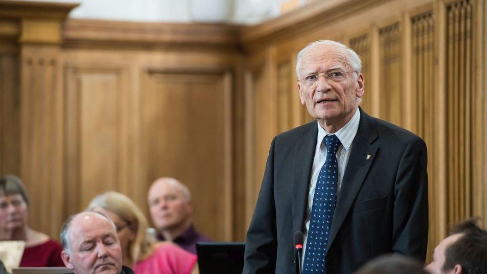 La commission santé et son président, Jean-Frédéric de Montmollin, ont passé leur projet de compromis.