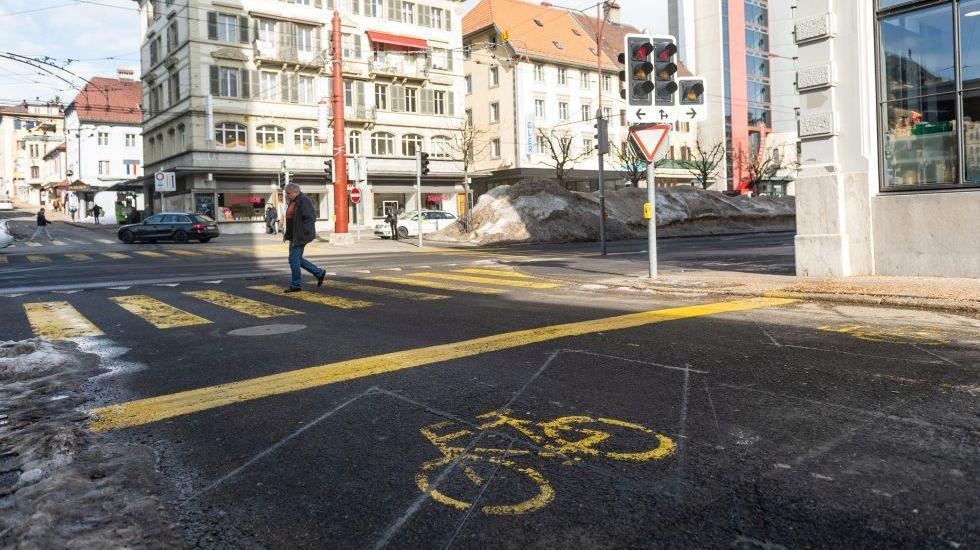 Un bon moyen pour sécuriser les cyclistes: le sas vélo, comme sur l'avenue Léopold-Robert, à La Chaux-de-Fonds.