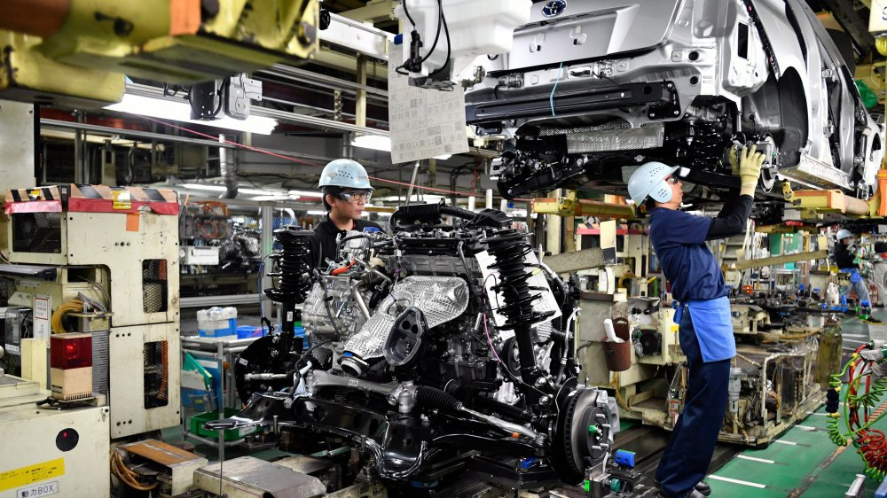 La formidable machine industrielle nippone, qui expédie son électronique, ses machines-outils  et son automobile dans le monde entier, se grippe...