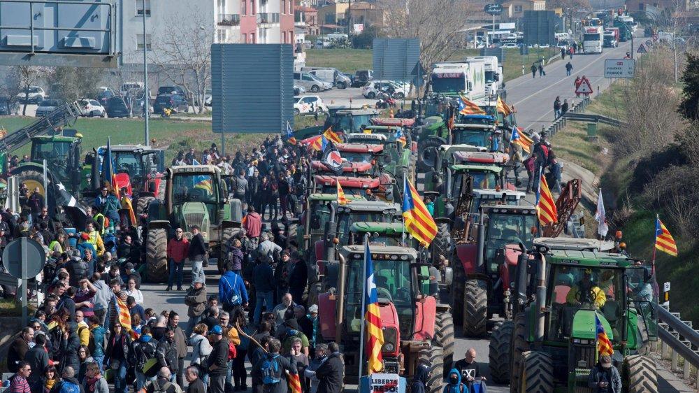 Des milliers de Catalans ont protesté hier.