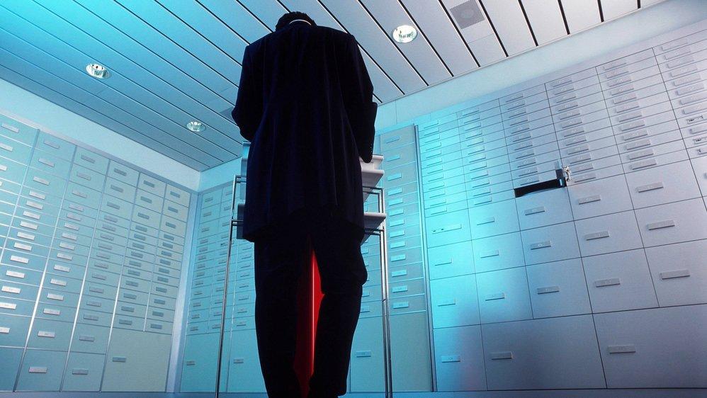 Des centaines d'employés de banque souffrent également de la fin du secret bancaire: leurs noms sont transmis, ou sont menacés de l'être, à des Etats étrangers.