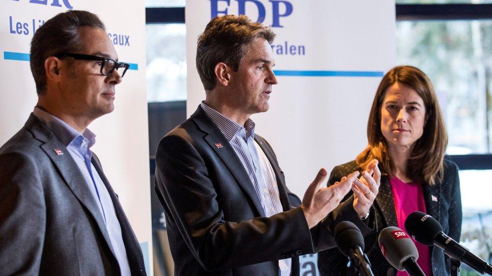 C'est au sein du Parti libéral-radical – Hugues Hiltpold (à g.) et Beat Walti, vice-président et président du groupe parlementaire, accompagnent la présidente du parti, Petra Gössi – que les opinions sont les plus favorables à l'accord.