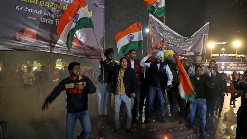 L'annonce des bombardements indiens au Pakistan a ravi ces supporters du parti au pouvoir à New Delhi.