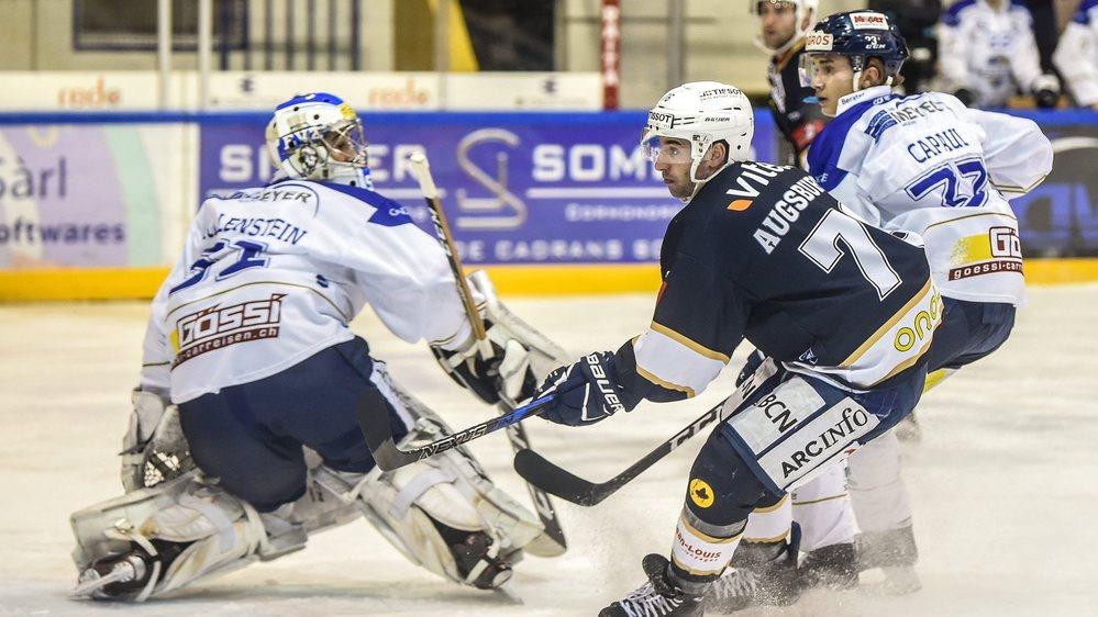 Gaëtan Augsburger (en bleu) a inscrit deux buts précieux pour le HCC vendredi soir.