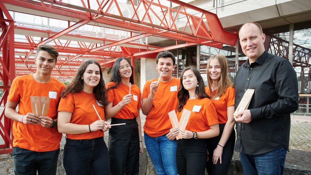 L'équipe de Drink'eat, mini-entreprise du lycée Jean-Piaget à Neuchâtel, a obtenu un prix pour son projet de pailles biodégradables et comestibles.