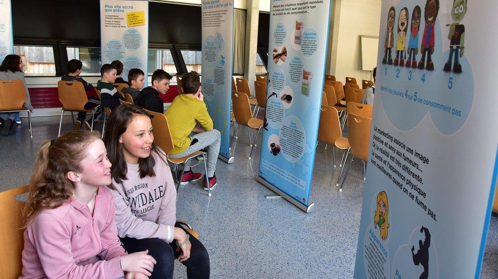 Ces élèves du Cercle scolaire du Val-de-Travers participent à l'Expérience non-fumeur.