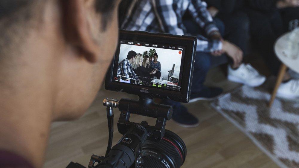 C'est la société Toast Production qui a été mandatée par la HE-Arc pour réaliser ces petites vidéos.