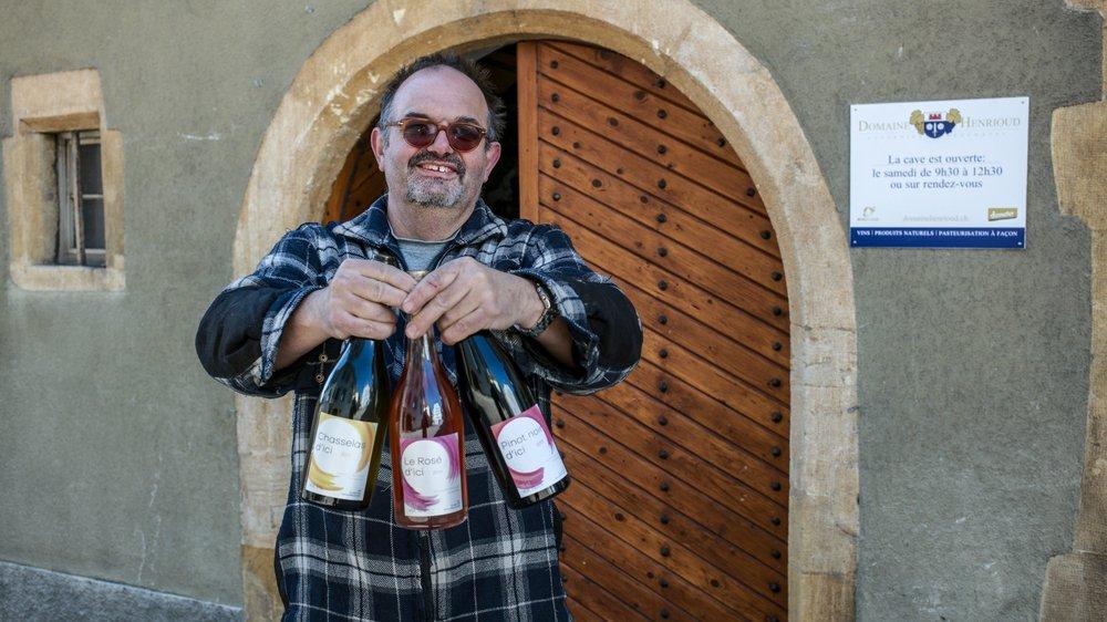 Jean-Michel Henrioud  présente ses vins aux trois couleurs.