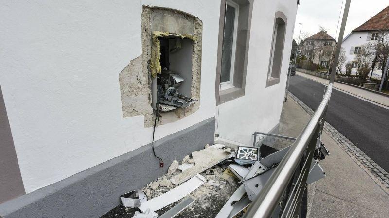 Comme ici aux Bois, les malfrats ont fait exploser le bancomat à Alle.