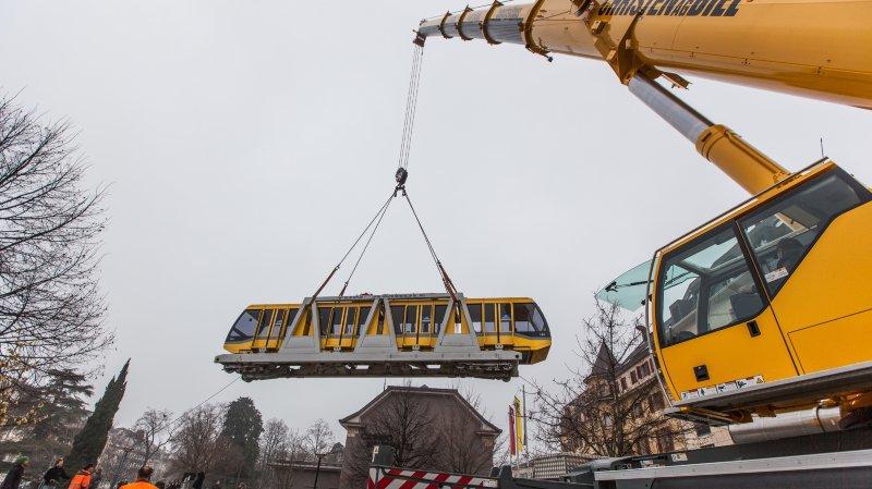 Comme ici en 2013, la rame jaune du Funambule a été sortie du tunnel pour être acheminée jusque chez le constructeur en vue d'une révision poussée.
