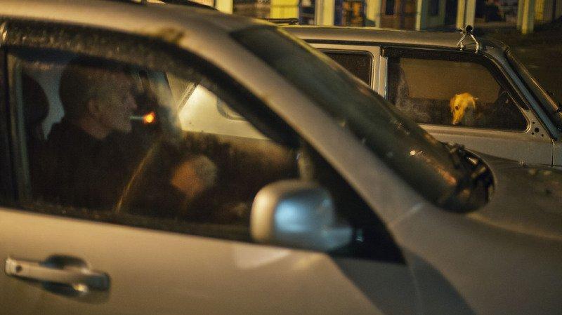 Fumer en conduisant ne sera pas interdit. Pour le gouvernement, les lois en vigueur empêchent déjà les automobilistes d'être distraits lorsqu'ils conduisent (illustration).