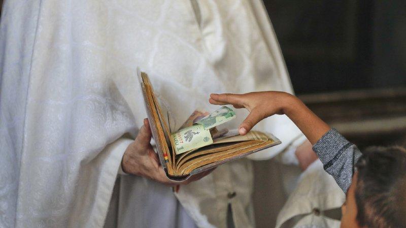 L'Eglise veut que ses prêtres élèvent les enfants qu'ils auraient eus et s'investissent dans leur rôle de père (illustration).