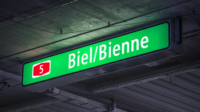 L'automobiliste francophone qui emprunte le contournement autoroutier Est doit par exemple se familiariser avec douze mentions «Biel-Ost», trois mentions «Biel-Süd» et trois mentions «Ausfahrt».