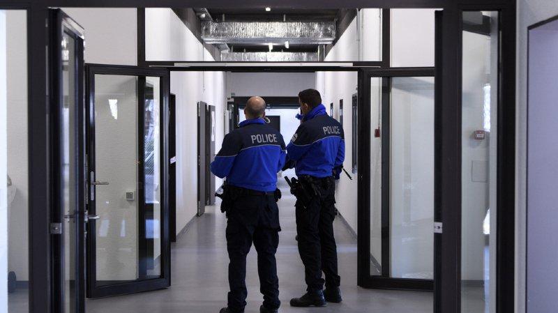 Les demandes d'asile de ces personnes ont été refusées. Mais la Suisse ne peut par exemple pas les expulser si elles risquent la torture dans leur pays d'origine (illustration).