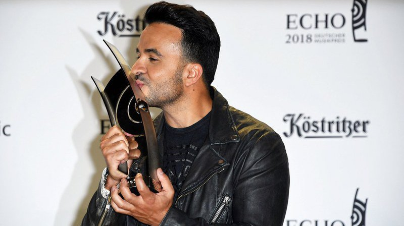 En avril 2018, Luis Fonsi a remporté à Berlin le trophée Echo qui récompense des réalisations exceptionnelles dans l'industrie de la musique.
