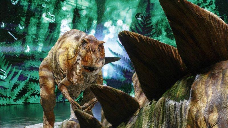 La fin des dinosaures, il y a 66 millions d'années, a vraisemblablement été causée par l'action conjointe d'un astéroïde et  de millions d'éruptions volcaniques.