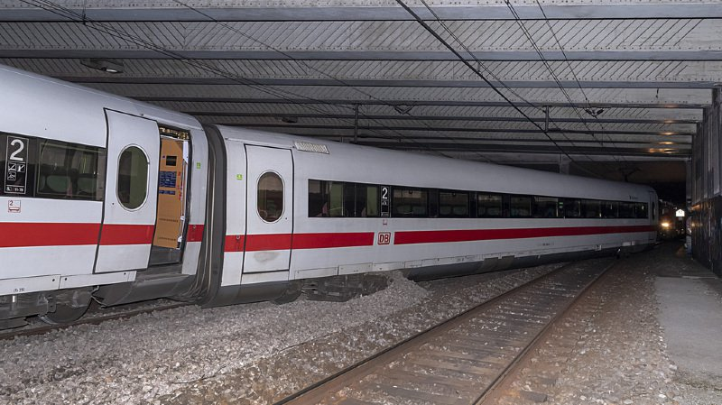 C'est un train Intercity (ICE) de la Deutsche Bahn (DB) qui a déraillé dimanche soir à Bâle.