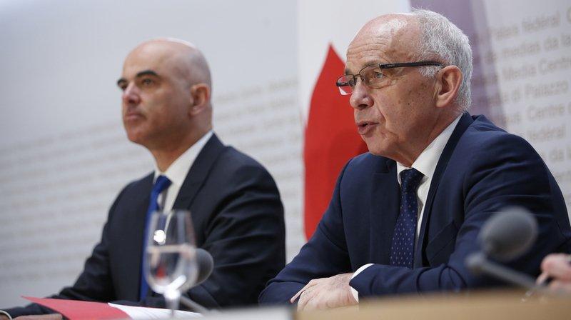 """Ce lundi, Alain Berset et Ueli Maurer ont mis en garde contre les conséquences d'un """"non"""" du projet liant fiscalité des entreprises et AVS, qui sera soumis au peuple le 19 mai."""