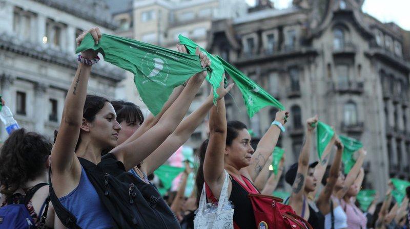 Argentine: des centaines de «foulards verts» manifestent pour l'avortement à Buenos Aires