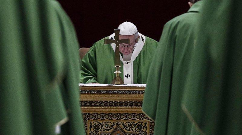 """Le pape François a comparé les prêtres abuseurs à des """"instruments de Satan""""."""