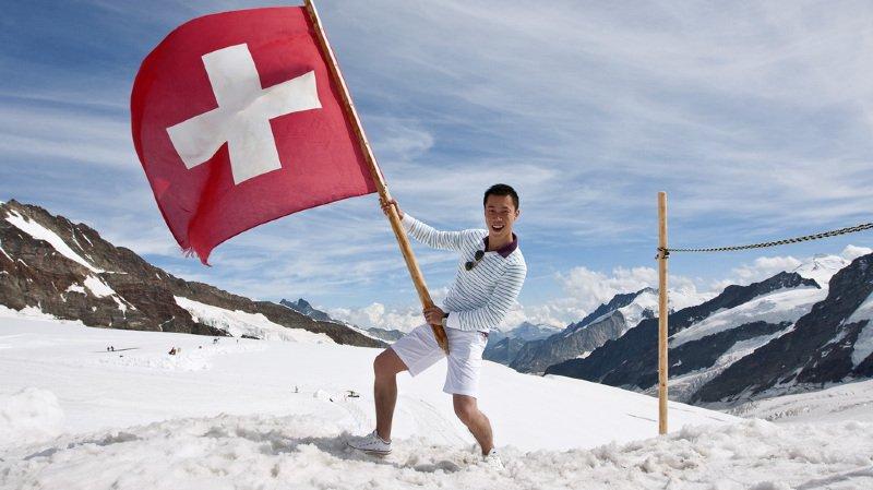Des Suisses qui s'installent en France, du cannabis dans les EMS et un chien policier endurant… l'actu suisse vue du reste du monde