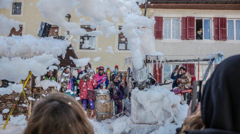 Un cortège chamarré au carnaval du Noirmont