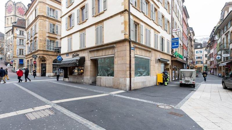 Le commerce local – ici à Neuchâtel – souffre fortement de la concurrence d'internet et de l'étranger.