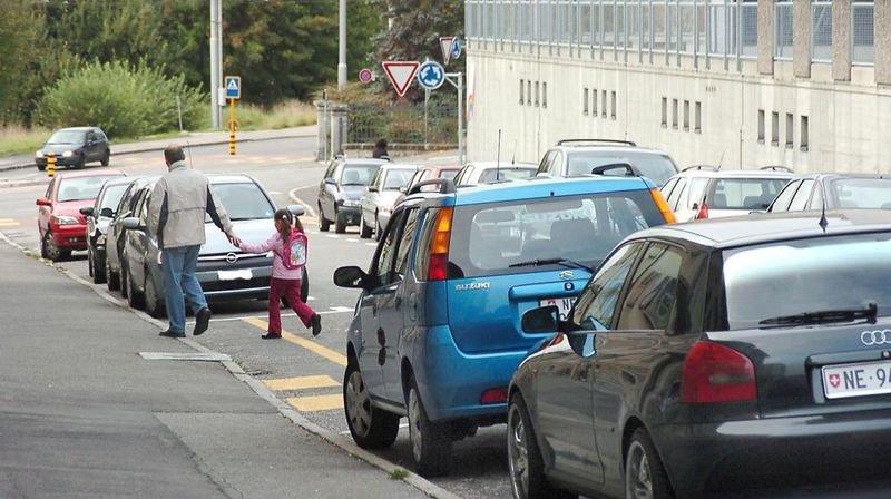 Le parcage aux abords des passages pour piétons est clairement réglementé.
