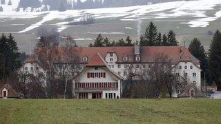 Le gouvernement bernois ne veut pas renoncer au centre pour requérants d'asile déboutés à Prêles