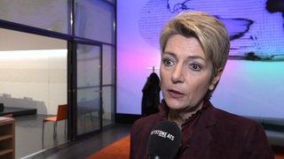Armes: Première campagne de votation pour Karin Keller-Sutter