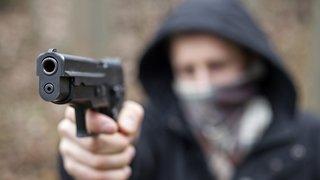 Tribunal de Boudry: un Bosnien accusé d'avoir utilisé des armes factices dans un clip de rap