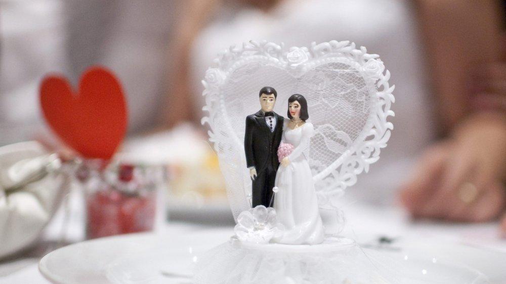 Les mariages pourront toujours être célébrés dans les villages, même en cas de regroupement des arrondissements d'état civil.