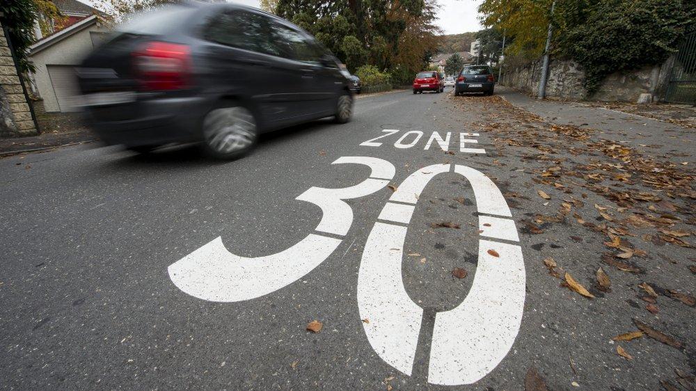 Les quartiers d'habitation de Val-de-Travers pourraient tous prochainement passer en zone 30 km/h. (Image d'illustration)