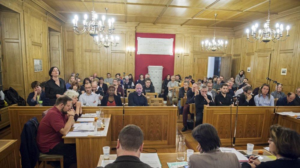 Lundi 18 mars, le Conseil général de La Chaux-de-Fonds recevra le Conseil d'Etat neuchâtelois. Une séance à huis clos.