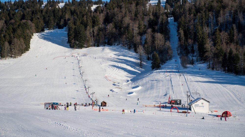 Les premiers championnats suisses de ski ont eu lieu dans le Jura (ici les Bugnenets) et non pas dans les Alpes.