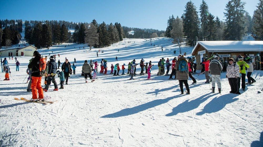 Aux Bugnenets-Savagnières, la neige est là et on est prêt à lancer la saison de ski.