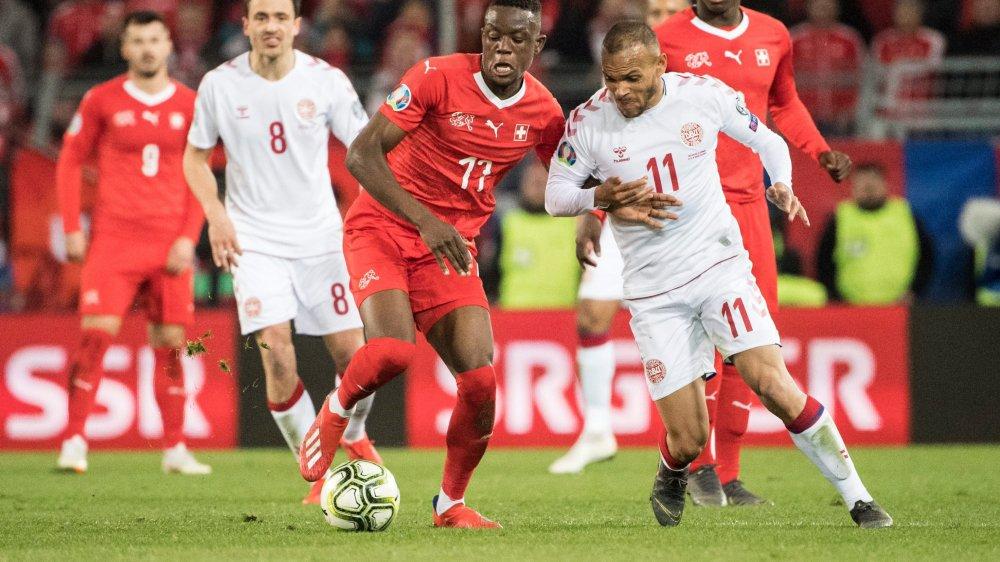 Denis Zakaria (en rouge) et les Suisses ont montré de belles choses avant de craquer contre le Danemark de Martin Braithwaite.