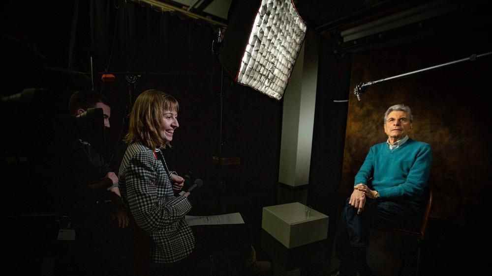 L'étudiante neuchâteloise Julie Gaudio interroge le créateur de Temps Présent Claude Torracinta.