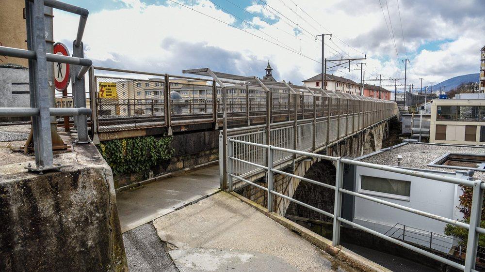 La passerelle pour piétons le long du viaduc de Serrières sera remplacée.
