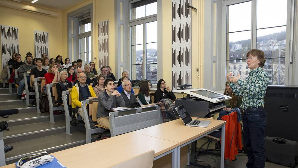 Cours public de la professeure Martine Rebetez à l'Université de Neuchâtel, organisé par les étudiants à l'occasion de la marche pour le climat le 15 mars.