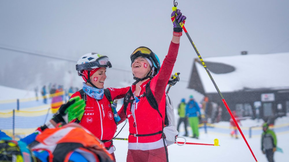 Jennifer Fiechter et Marianne Fatton exultent au passage de la ligne d'arrivée. Elles viennent de décrocher le bronze.