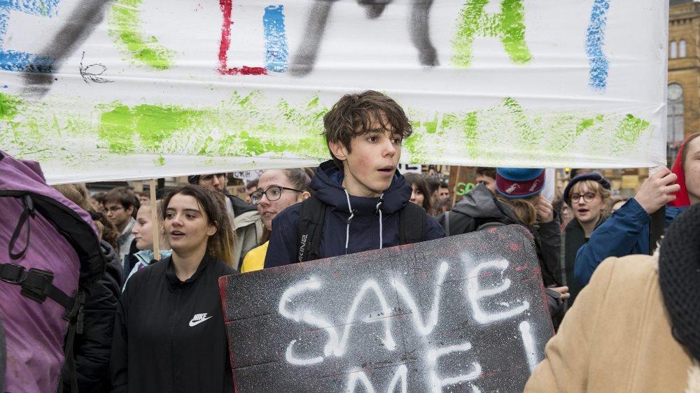 Comme des milliers de personnes en Suisse et ailleurs, les Neuchâtelois ont manifesté en faveur de la planète ce vendredi 15 mars.