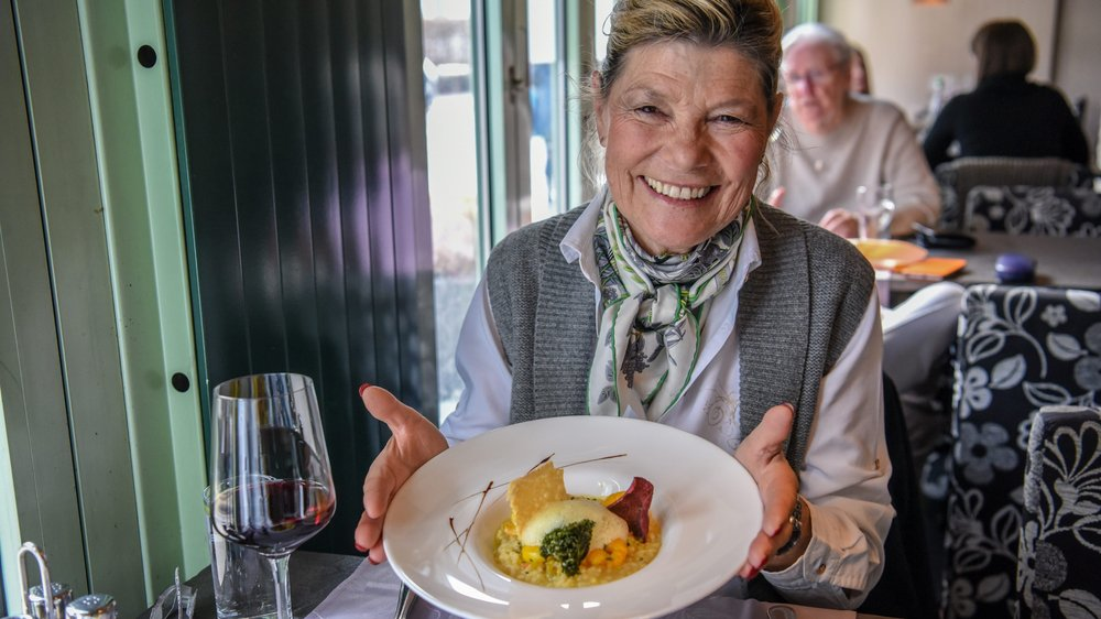 Verena Lüthi présente son risotto aux crevettes, sauce bisque.