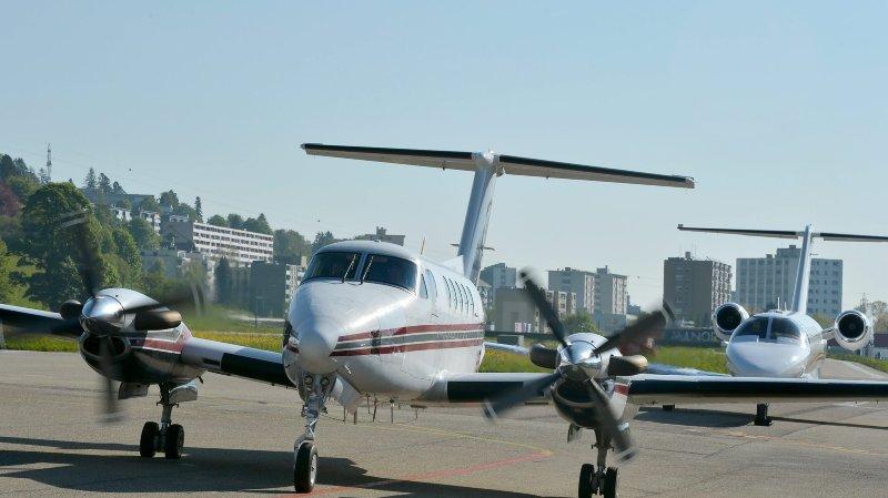 Le temps que l'avion soit livré et homologué, il faudra attendre le 23 août pour l'ouverture de la saison.