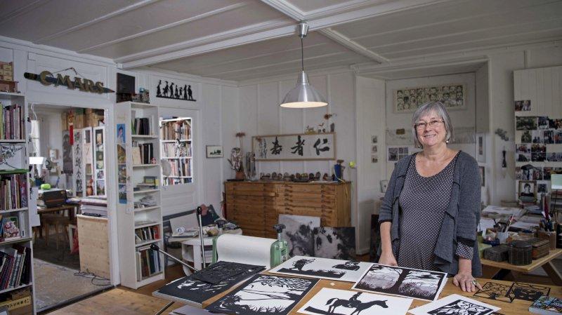 Catherine Louis, illustratrice, dans son atelier.